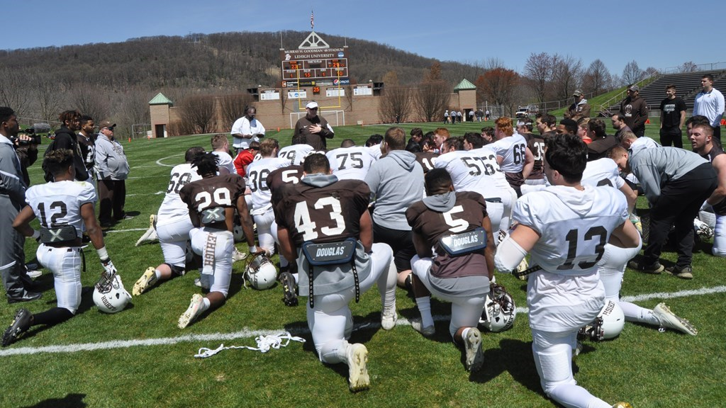 Improved Defense Shines In 23-21 Win Over Offense in Brown/White Game